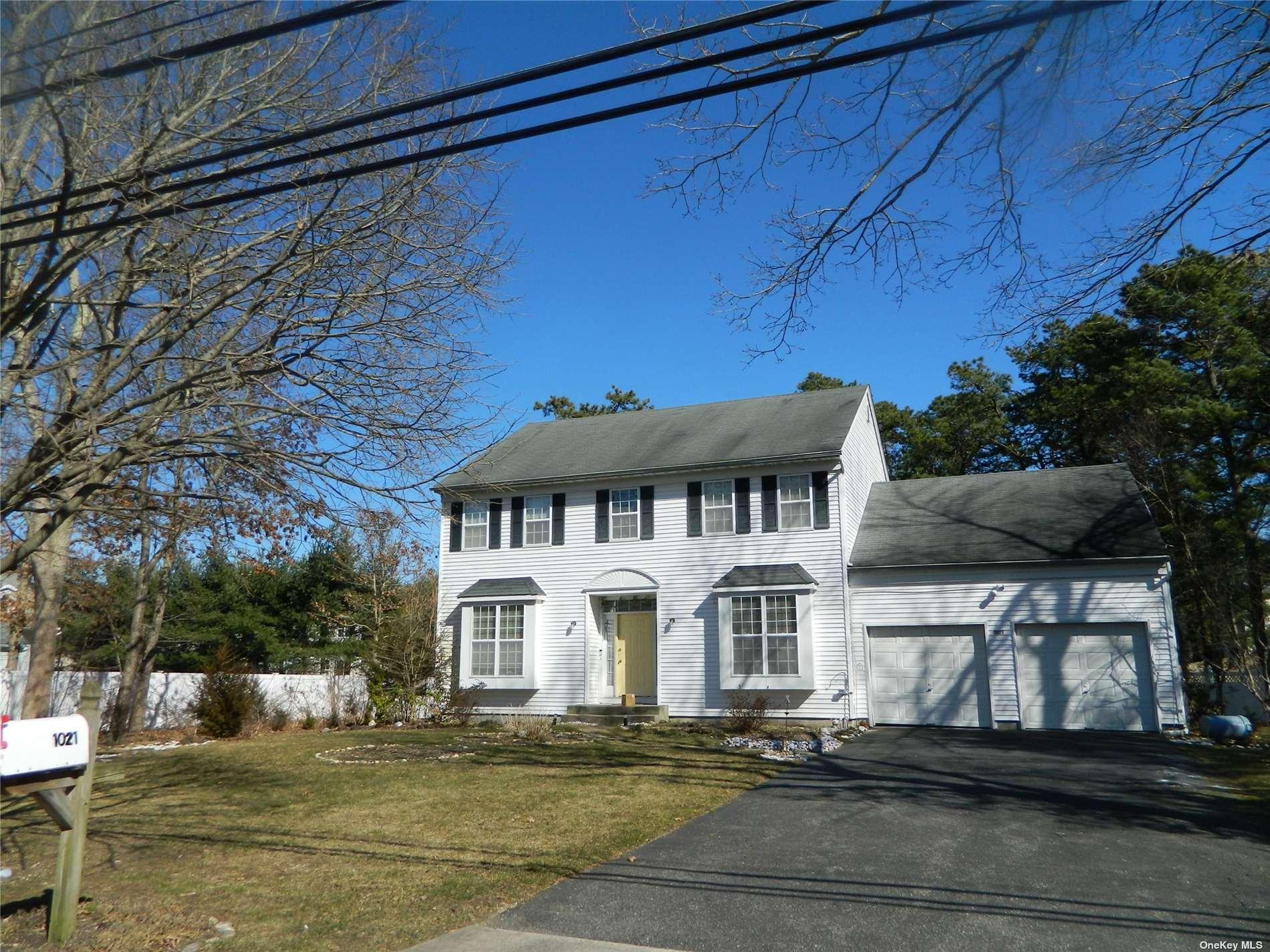 1021 Baldwin Path, Dix Hills, NY 11746